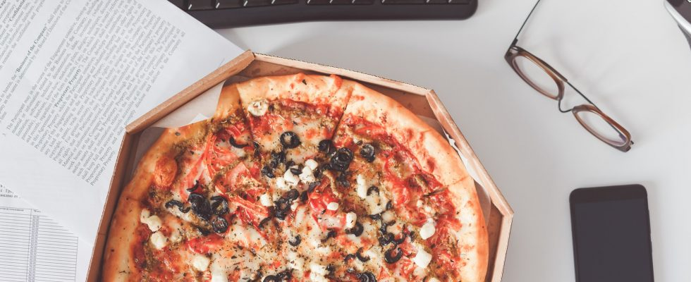 Food delivery to the workplace. Pizza